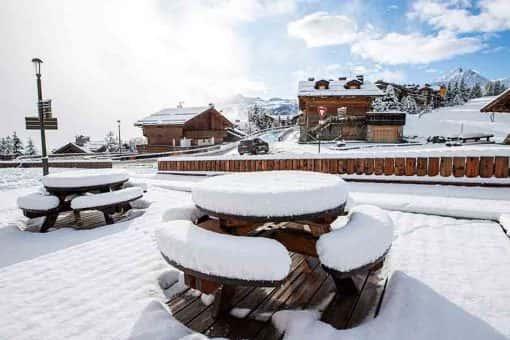 table bois neige hiver mélèze Michel Monin Courchevel