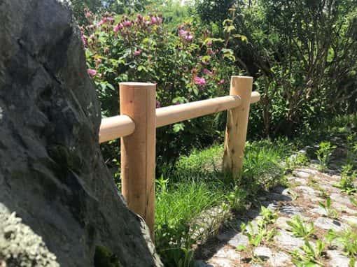 barrière rondin de jardin naturelle