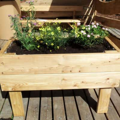 jardinière en bois sur pilotis
