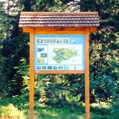 panneau d'informations en bois
