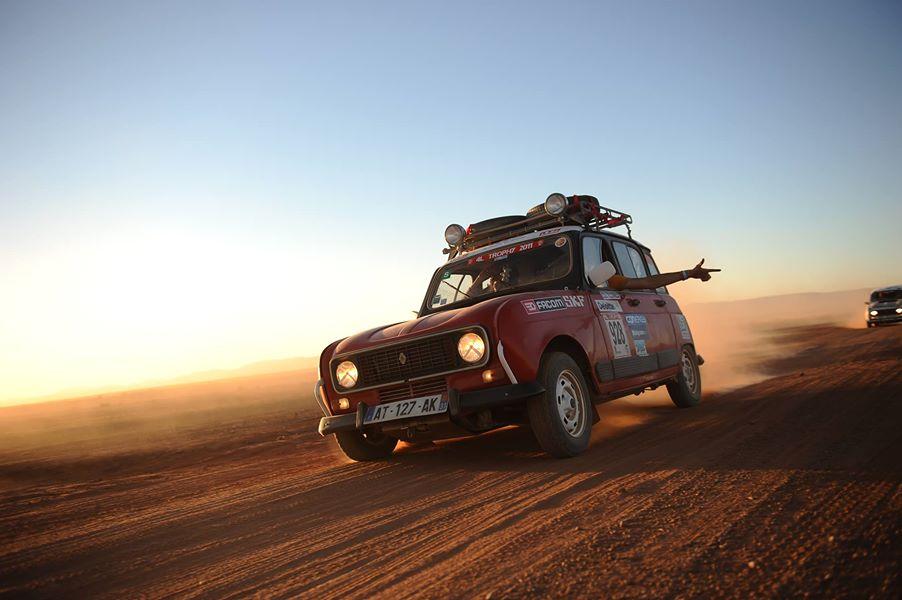 Une 4L au logo Michel Monin sur les pistes marocaines…