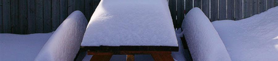 Comment protéger son mobilier d'extérieur en bois l'hiver ?