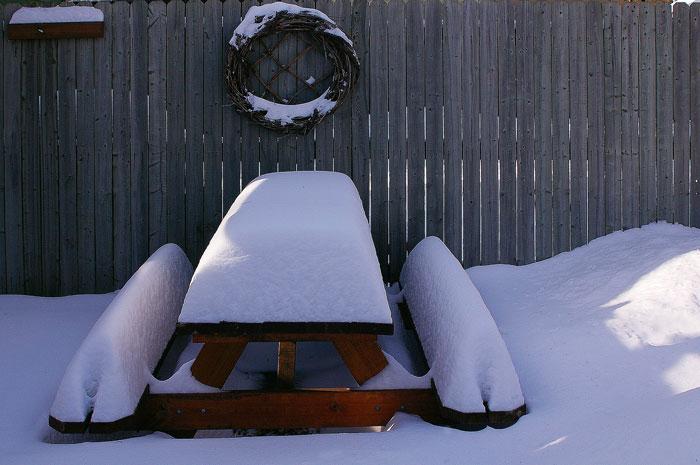 table bois neige hiver entretien mobilier d 39 ext rieur en m l ze monin bois sas. Black Bedroom Furniture Sets. Home Design Ideas