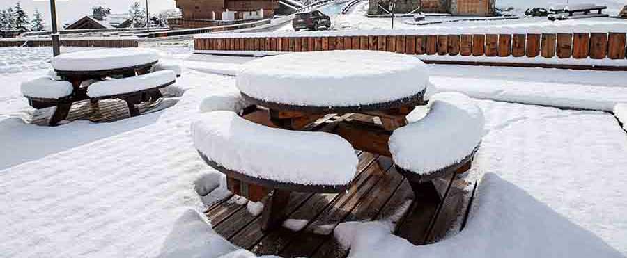 Comment protéger son mobilier d'extérieur bois l'hiver ?